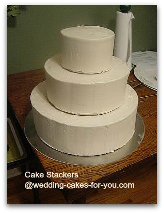 stacking a wedding cake