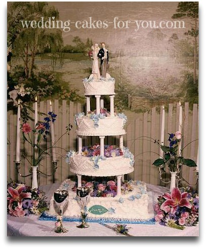 elegant wedding cake with pillars