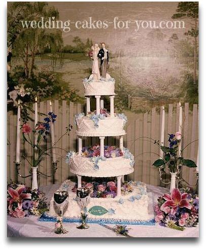 elegant wedding cake with pillars