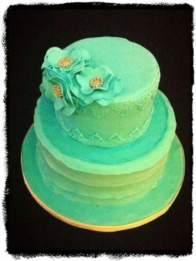 Small wedding cake by Madhira Imran