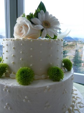 dotted swiss buttercream wedding cake