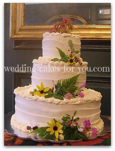 buttercream caek with fresh flowers