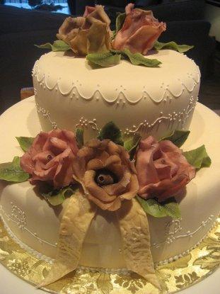 Fondant wedding cake with royal icing piping