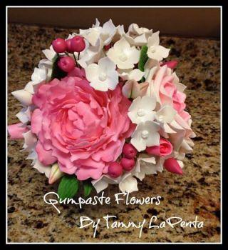 gumpaste-flower-arrangement
