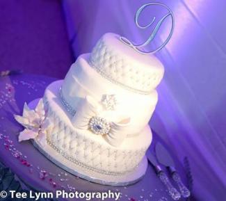 Elegant Wedding Cake with Fondant Bow by Clara Sweeting