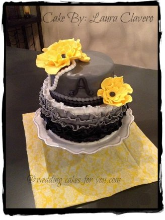 Pretty fondant cake by Laura Clavero