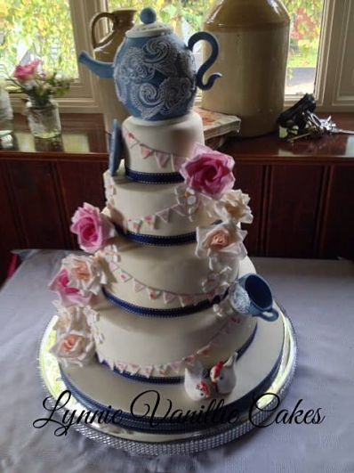 Fondant Weddng Cake by Lynnie Vanille Cakes