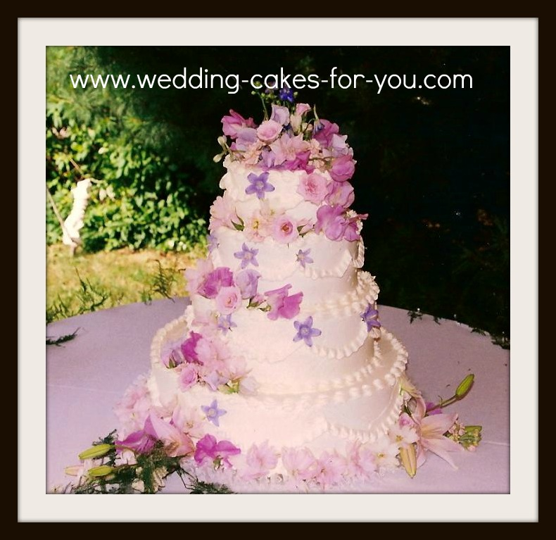 fresh flowers on a wedding cake