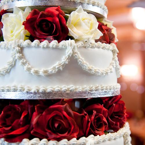 wedding cake with fresh roses