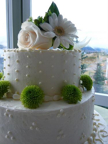 dotted swiss buttercream wedding cake