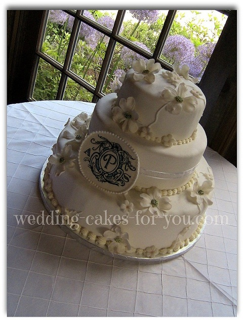Red velvet wedding cake by Wedding Cakes For You