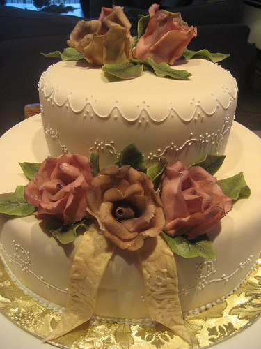 Fondant wedding cake with royal icing piping