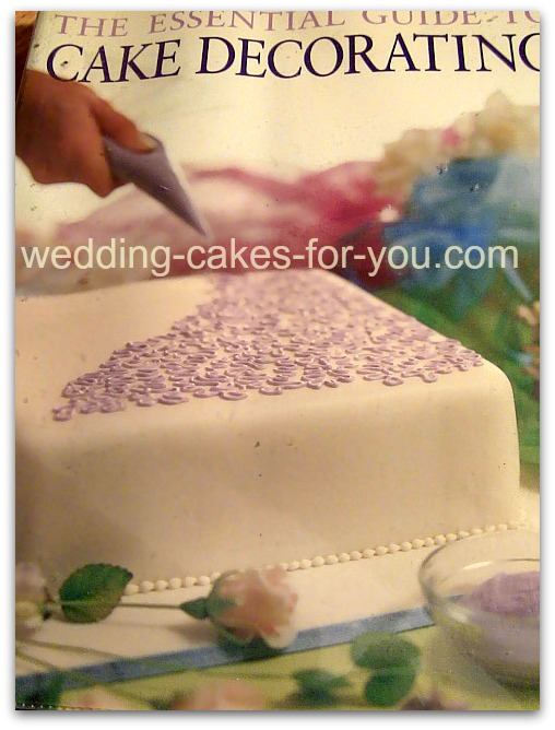 Essentail Guide To Cake Decorating Book