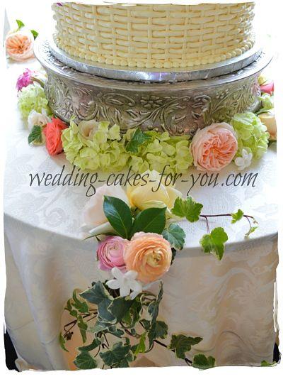 The fresh flowers around the wedding cake