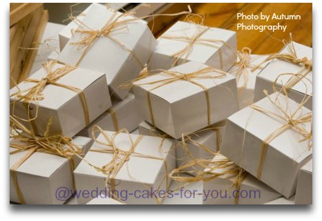 Cake favor boxes by Lorelie