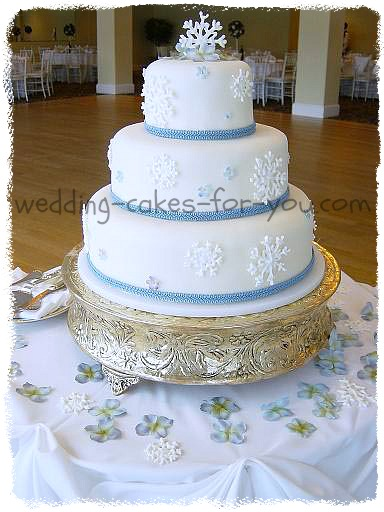 Cake Decorating Ribbon Ideas : Festive Christmas Wedding Cakes And Christmas Cake ...