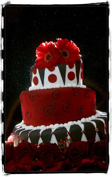 The whimsical Christmas wedding cake above is enrobed in a variety of