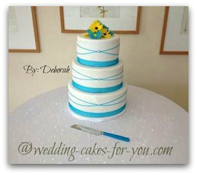 daisy wedding cake with blue ribbon