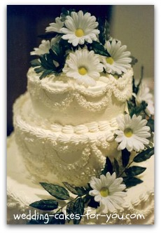 Wedding cakes with daisy flowers