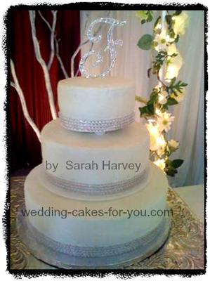 diamond trim on a wedding cake