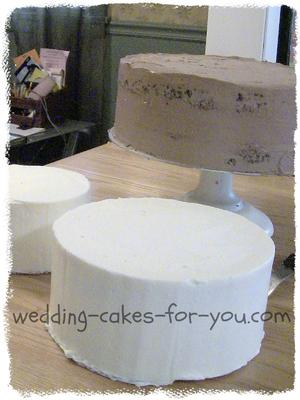 how do you put a wedding cake together do i put icing on the cake before or after refrigerating 15395
