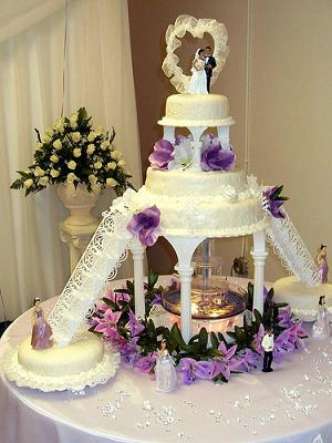A Beautiful Example Of Fountain Wedding Cake Design