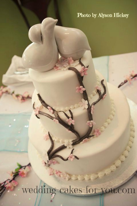 click to see a larger image of hollys bridal shower cake