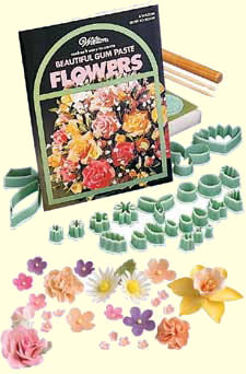 Wilton Beautiful Gumpaste Flowers Kit