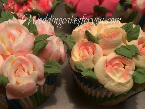 Cupcake decorated with buttercream flowers