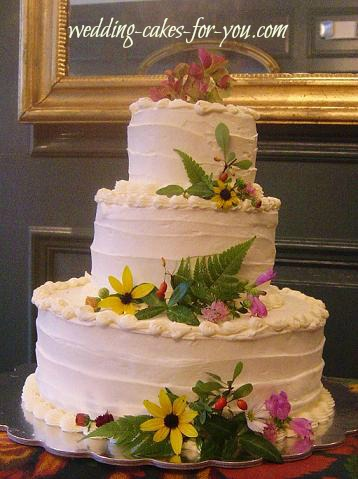 Wedding Cake with fresh flowers by Lorelie