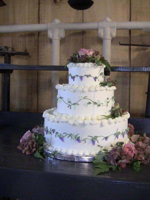Wine themed wedding cake by Lorelie