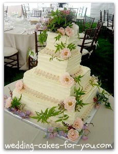 square buttercream wedidng cake with fresh flowers