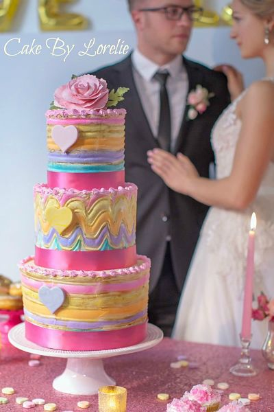 valentine cake with bride and groom