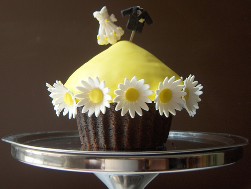 cupcake wedding cake with daisies