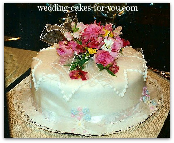 old fashioned wedding anniversary cake by lorelie@wedding-cakes-for-you.com