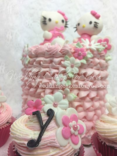 Hello kitty cupcake and cake.