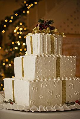 square wedding cake gold and white