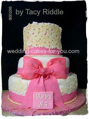 Fondant cake with big pink bow