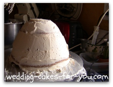 The cakes being frosted