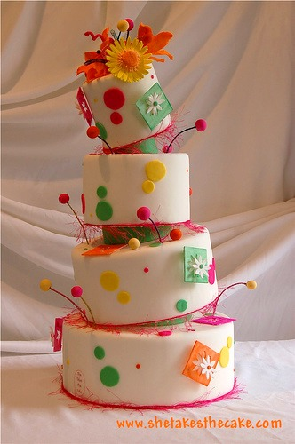mad hatter wedding cake with daisies